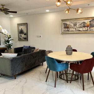 Cho thuê căn hộ Vinhomes Central Park Landmark 81 2 phòng ngủ
